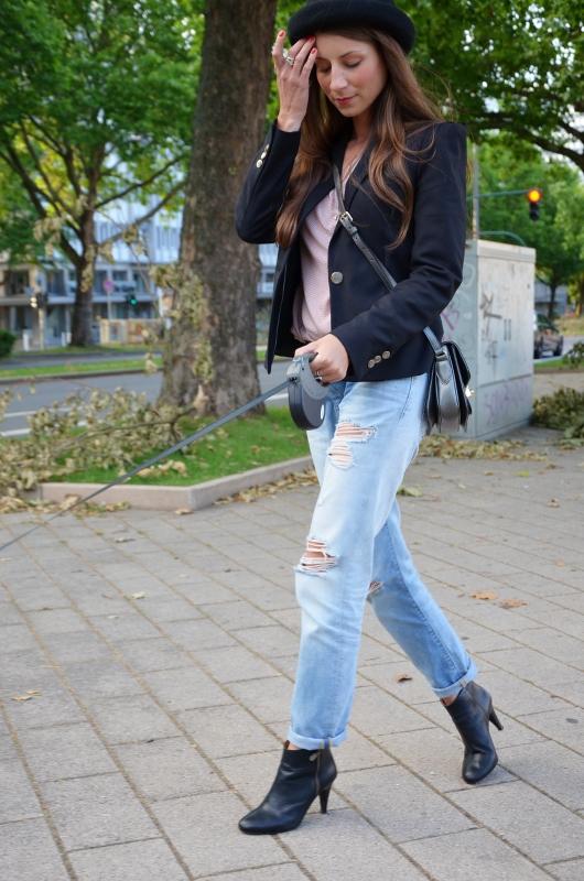 Outfit Boyfriend Jeans Blazer Ankle Boots und Hut 6