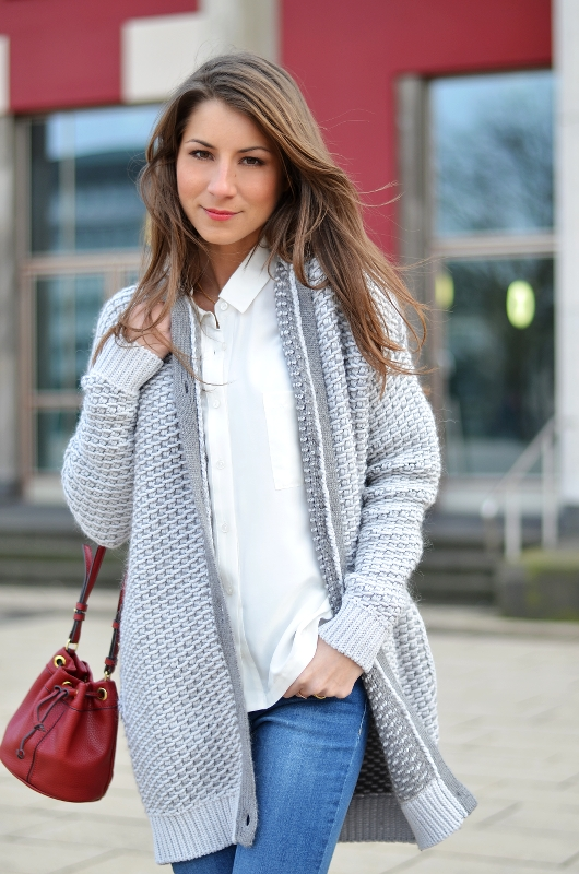 flared jeans strickjacke casual look