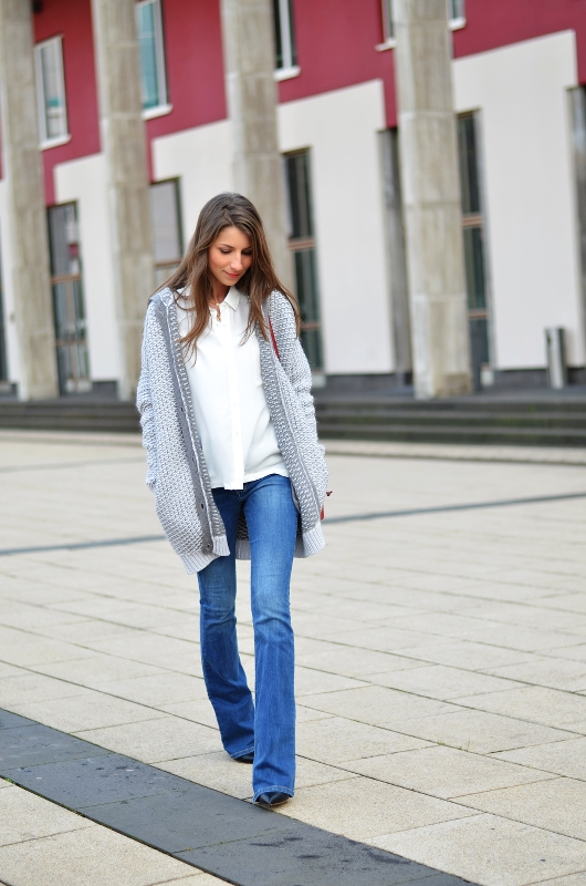 flared jeans casual look