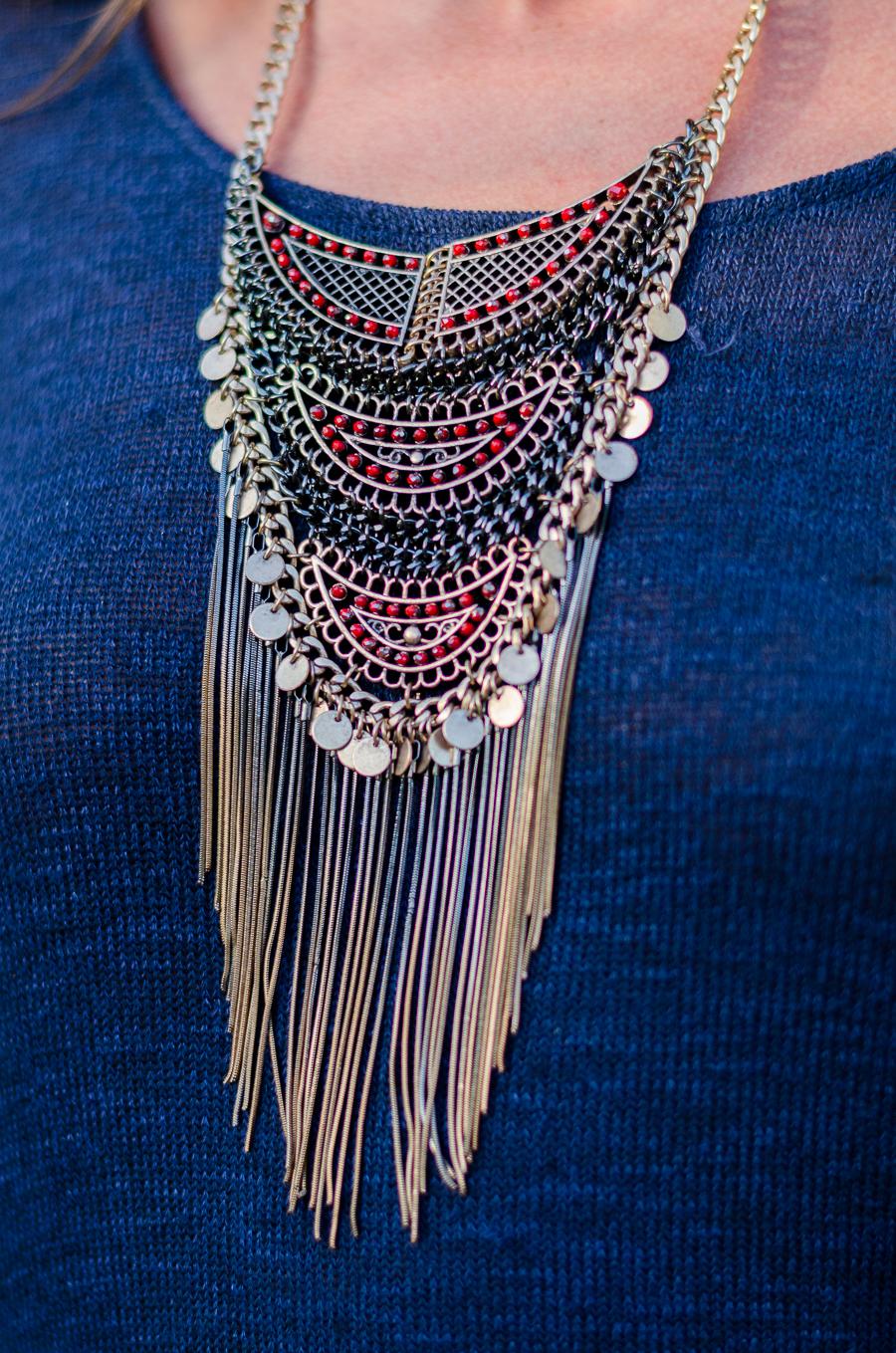 statement necklace zara and fringe bag outfit sommer lässig