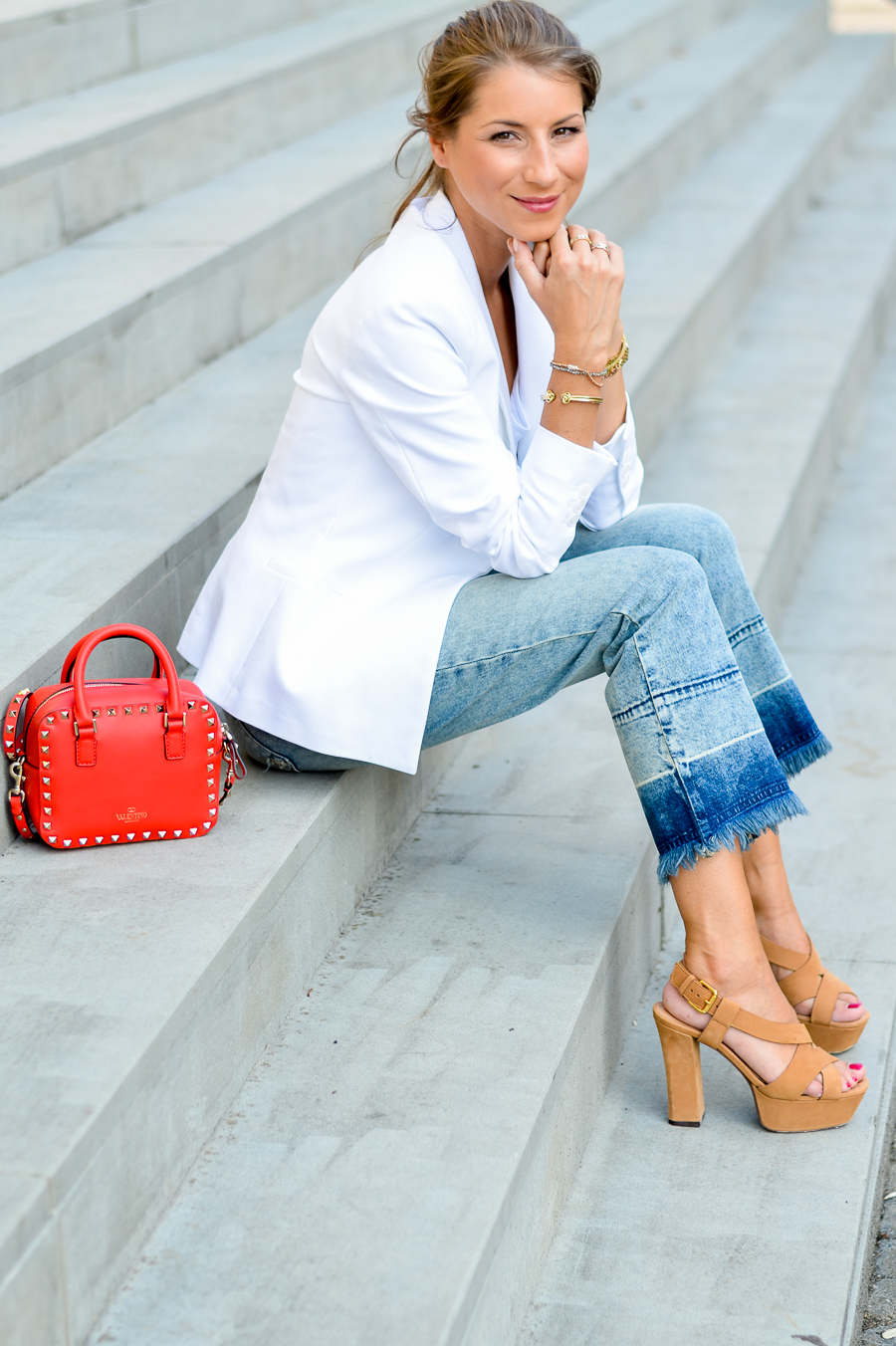 flare jeans cropped outfit sommer look style weisser blazer