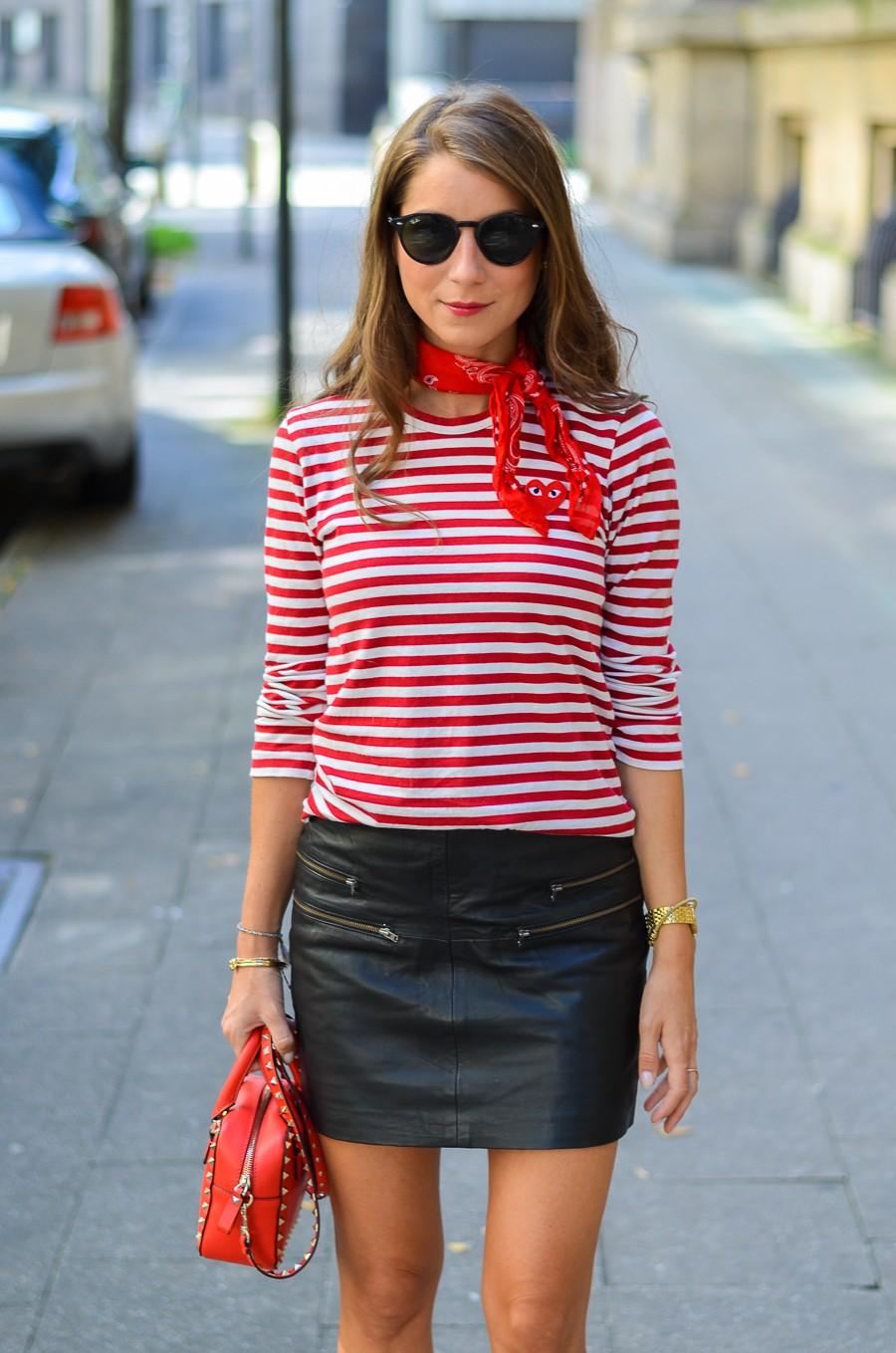 leder mini rock ringelshirt bandana outfit fashion blog rote tasche sonnebrille