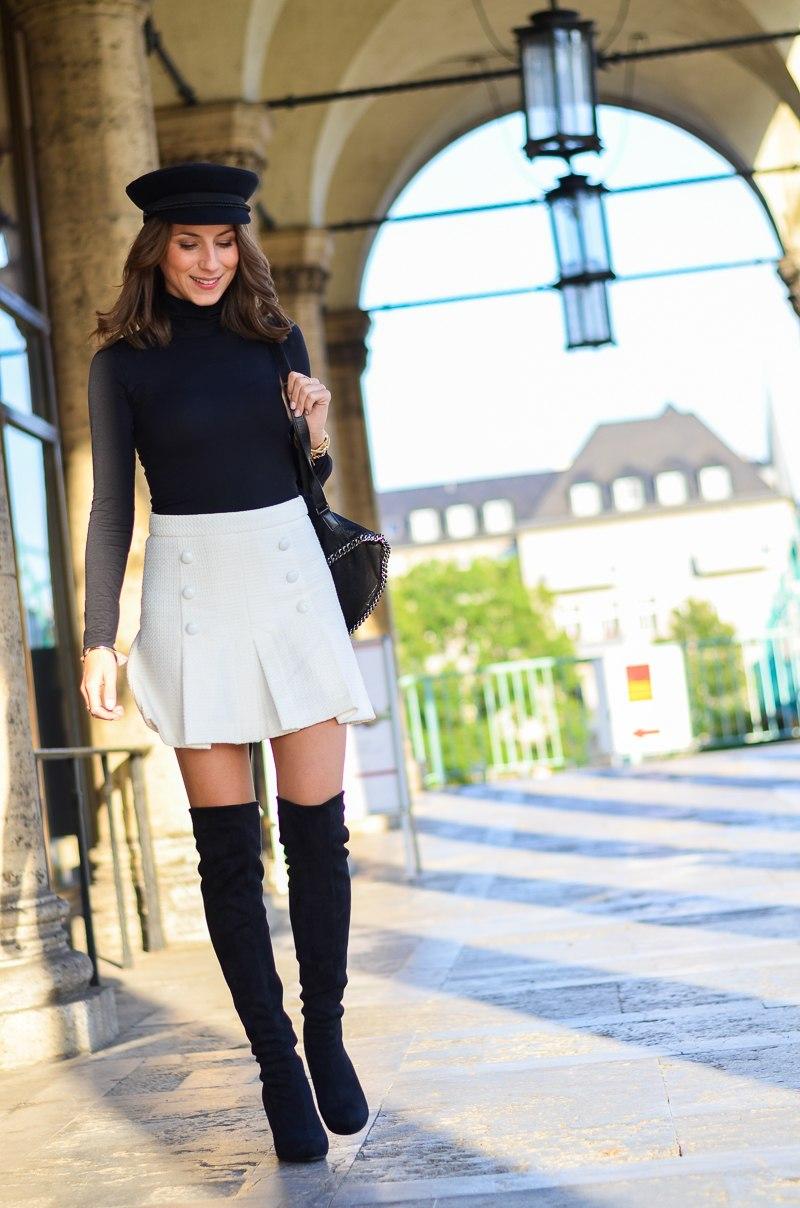weißer rock outfit schwarze Overknees, weißer Rock mit Knöpfen von Zara und Rucksack