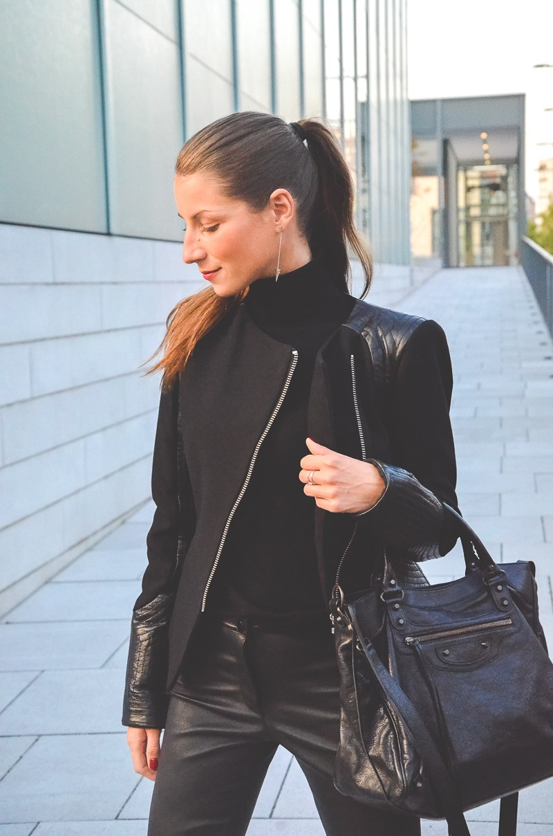Klare_Linien_Zara_Lederhose_Balenciaga_Tasche_Bikerjacke_Dior_Pumps_schwarz_Blog 8