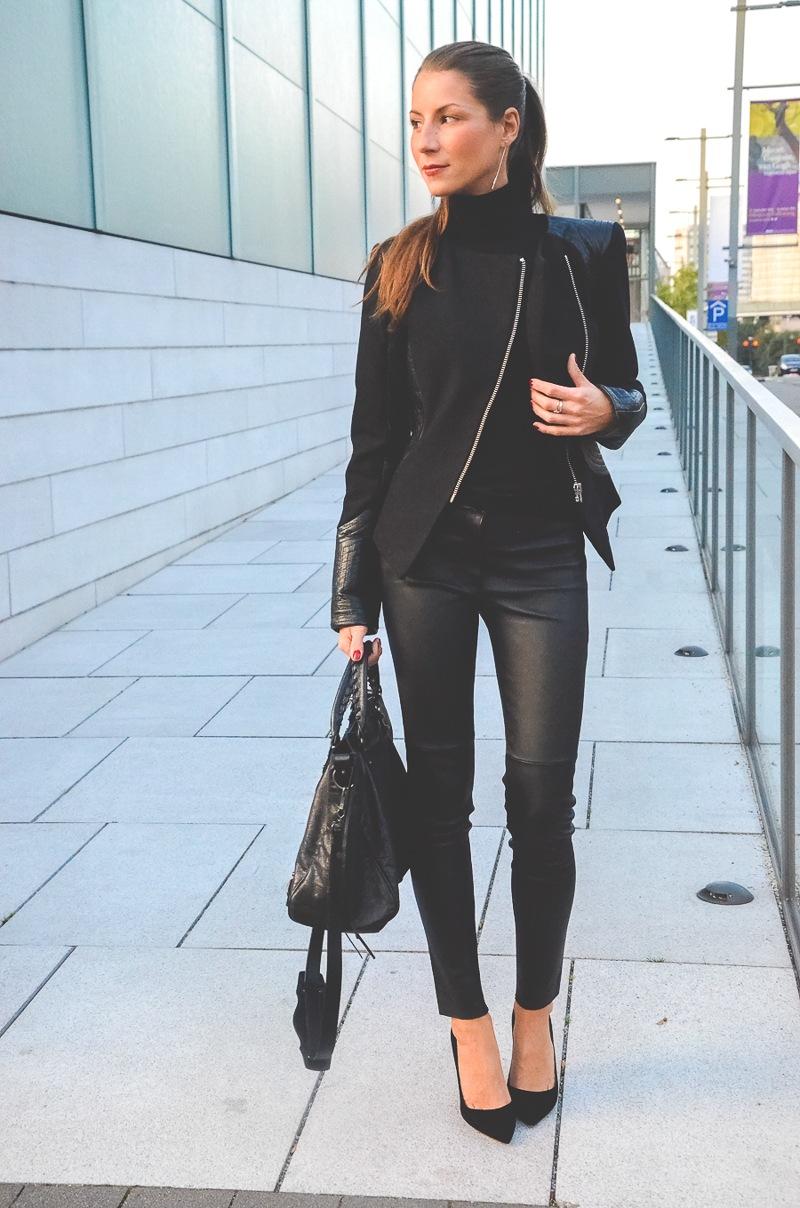 Klare_Linien_Zara_Lederhose_Balenciaga_Tasche_Bikerjacke_Dior_Pumps_schwarz_Blog