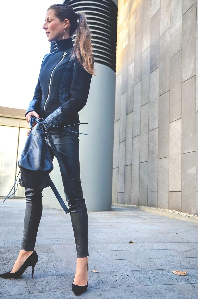 Klare_Linien_Zara_Lederhose_Balenciaga_Tasche_Bikerjacke_Dior_Pumps_schwarz_Blog 1