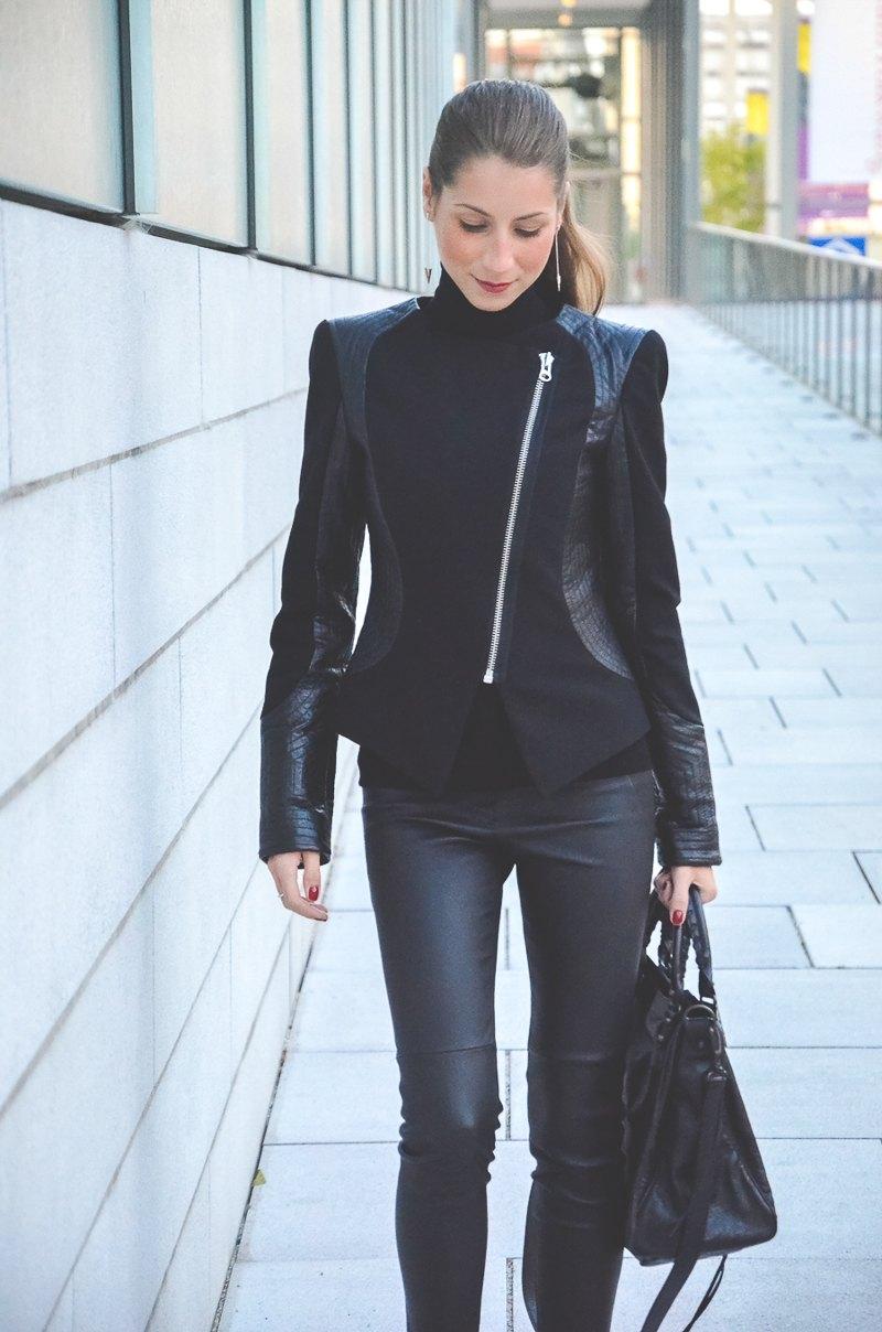 Klare_Linien_Zara_Lederhose_Balenciaga_Tasche_Bikerjacke_Dior_Pumps_schwarz_Blog 5