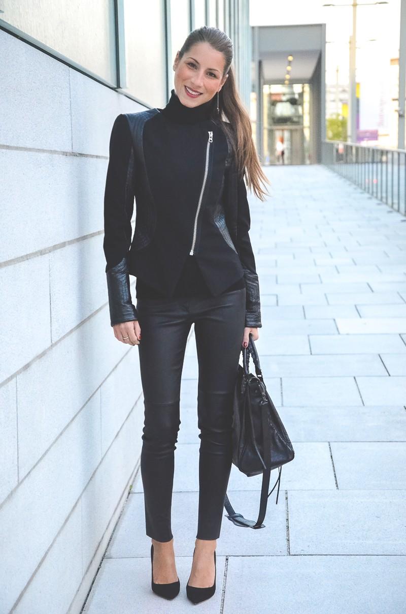 Klare_Linien_Zara_Lederhose_Balenciaga_Tasche_Bikerjacke_Dior_Pumps_schwarz_Blog 4