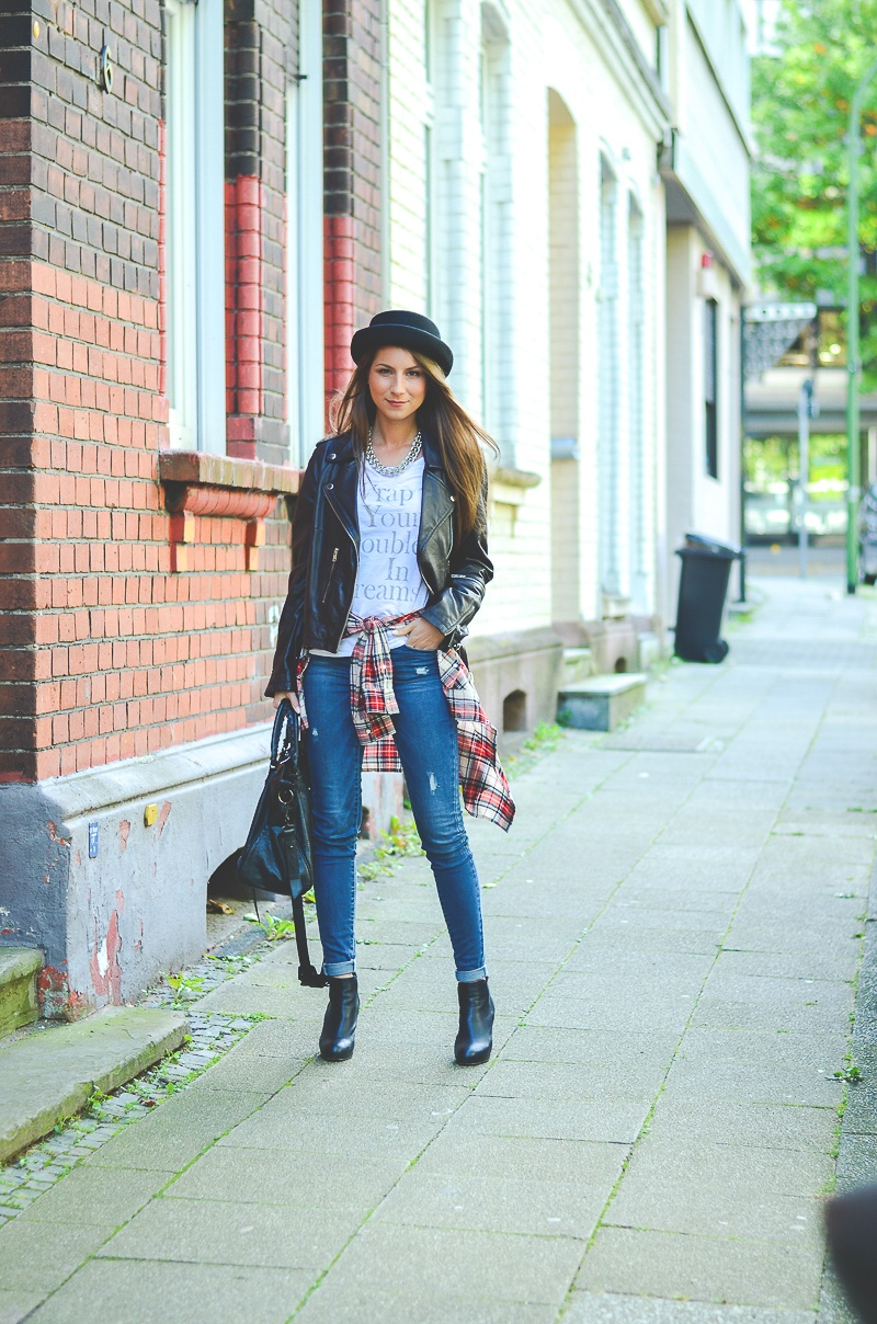 OTTO_Casual_Outfit_Lederjacke_Jeans_Boots_Hut_Shirt 7