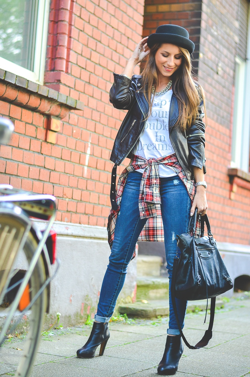 OTTO_Casual_Outfit_Lederjacke_Jeans_Boots_Hut_Shirt 1