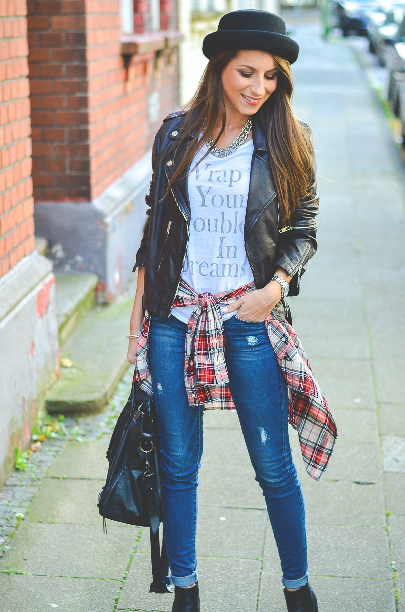 OTTO_Casual_Outfit_Lederjacke_Jeans_Boots_Hut_Shirt 6