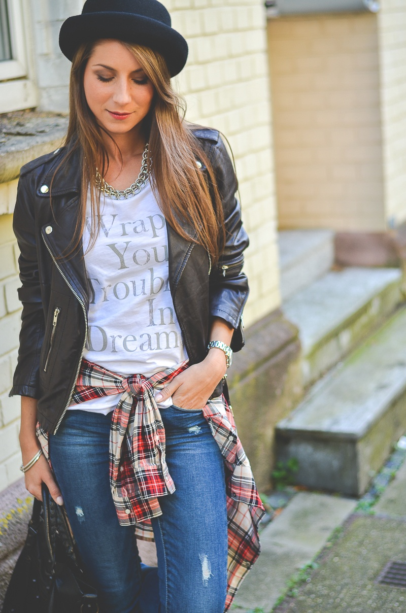 OTTO_Casual_Outfit_Lederjacke_Jeans_Boots_Hut_Shirt 4