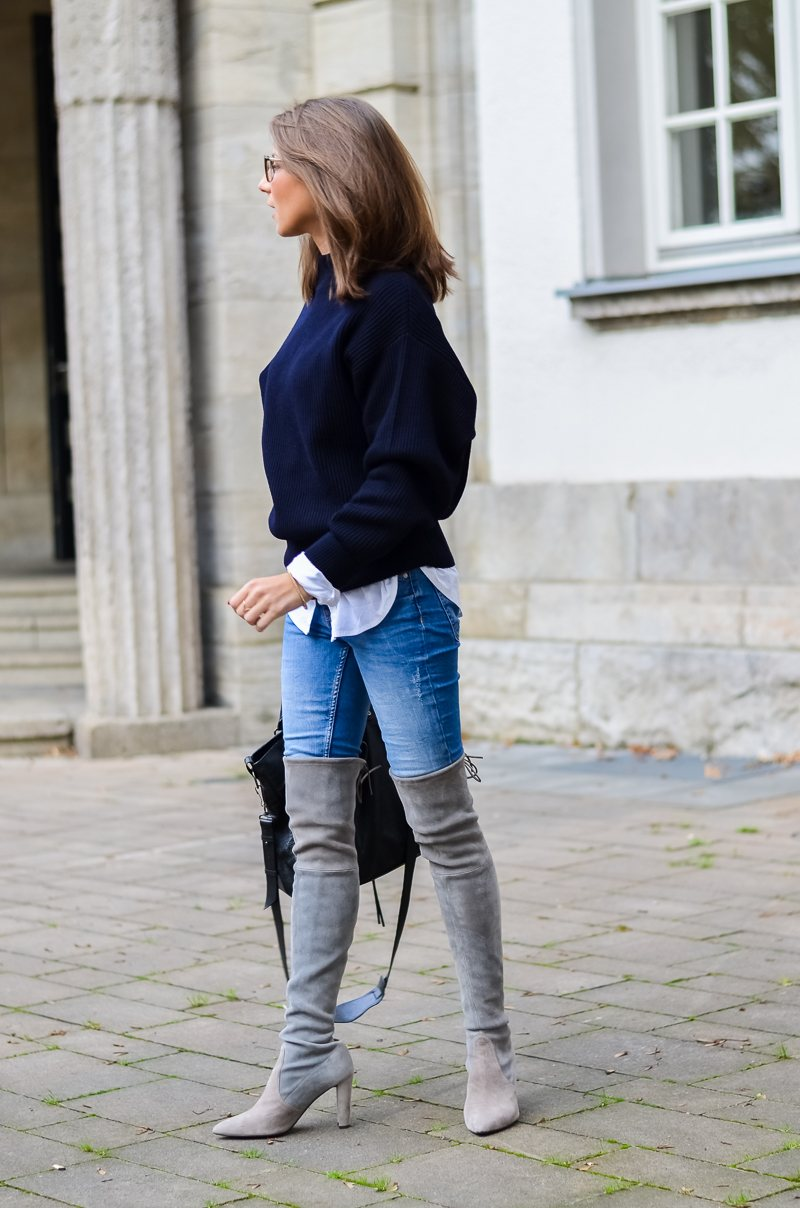 Outfit Herbst Oversized Pullover Overknee Boots Jeans optische Brille 3