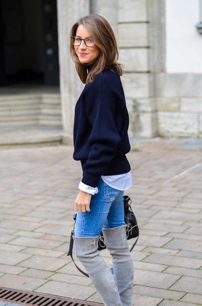 Outfit Herbst Oversized Pullover Overknee Boots Jeans optische Brille 1
