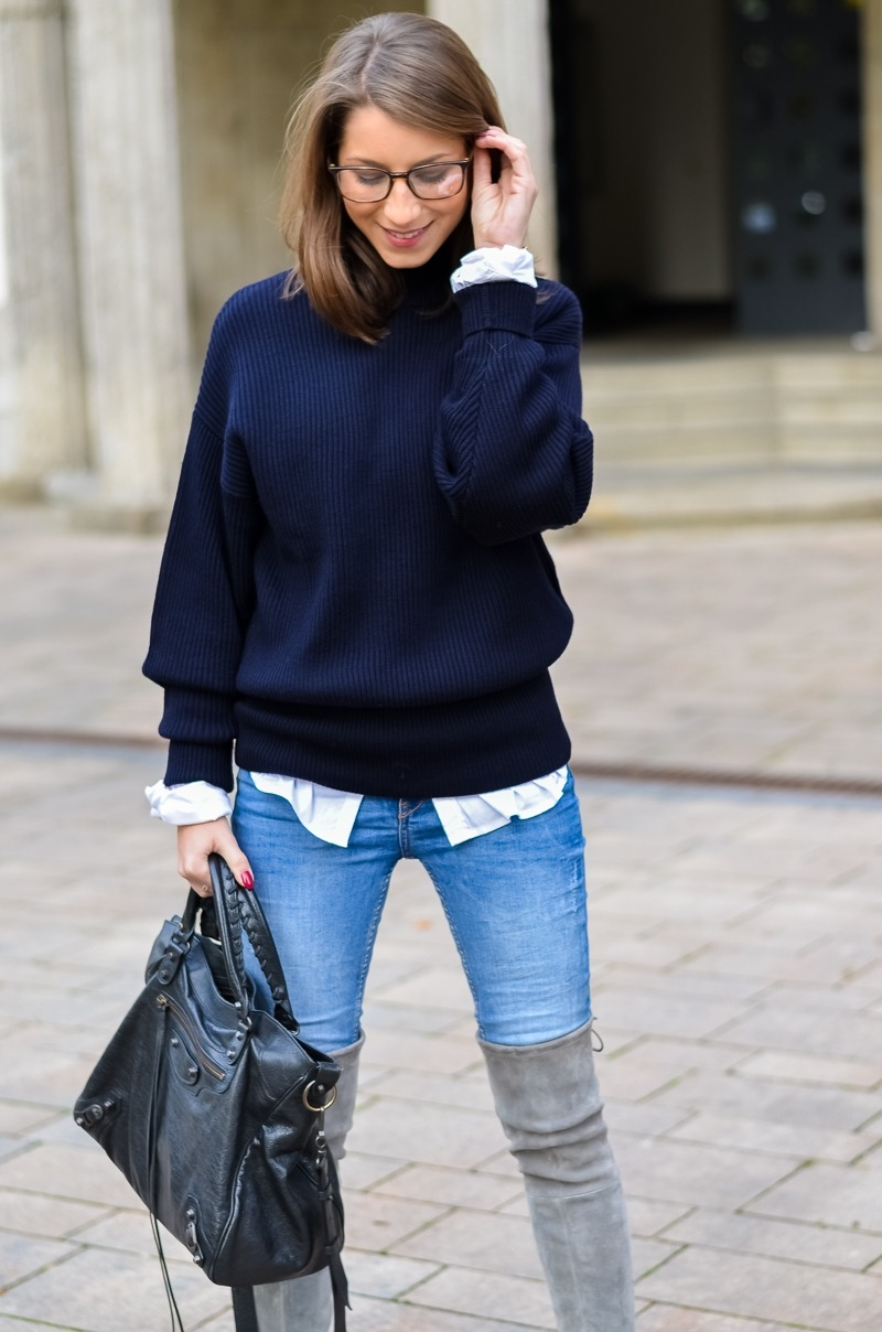 Outfit Herbst Oversized Pullover Overknee Boots Jeans optische Brille 7
