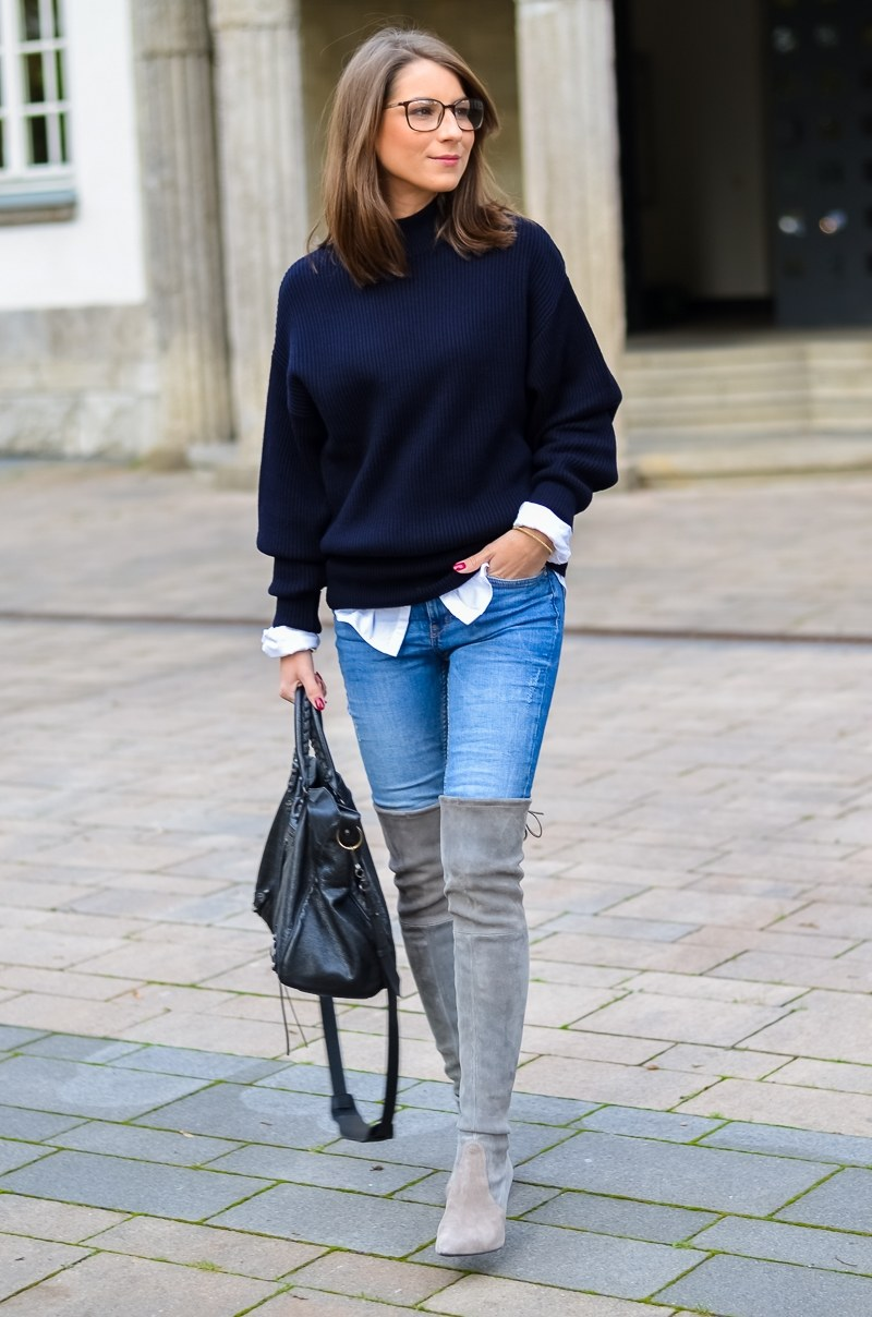 Outfit Herbst Oversized Pullover Overknee Boots Jeans optische Brille 6