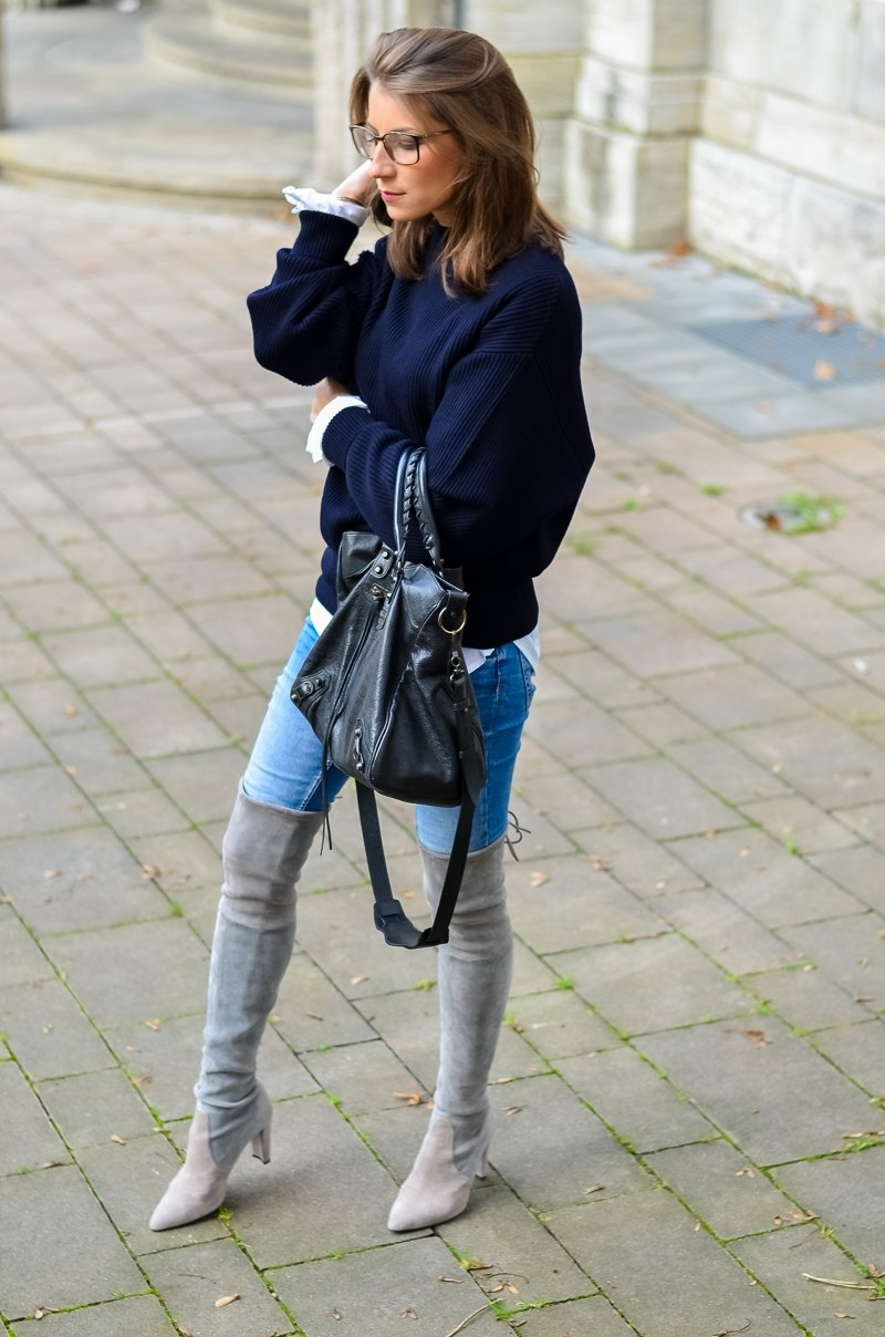 Outfit Herbst Oversized Pullover Overknee Boots Jeans optische Brille 4
