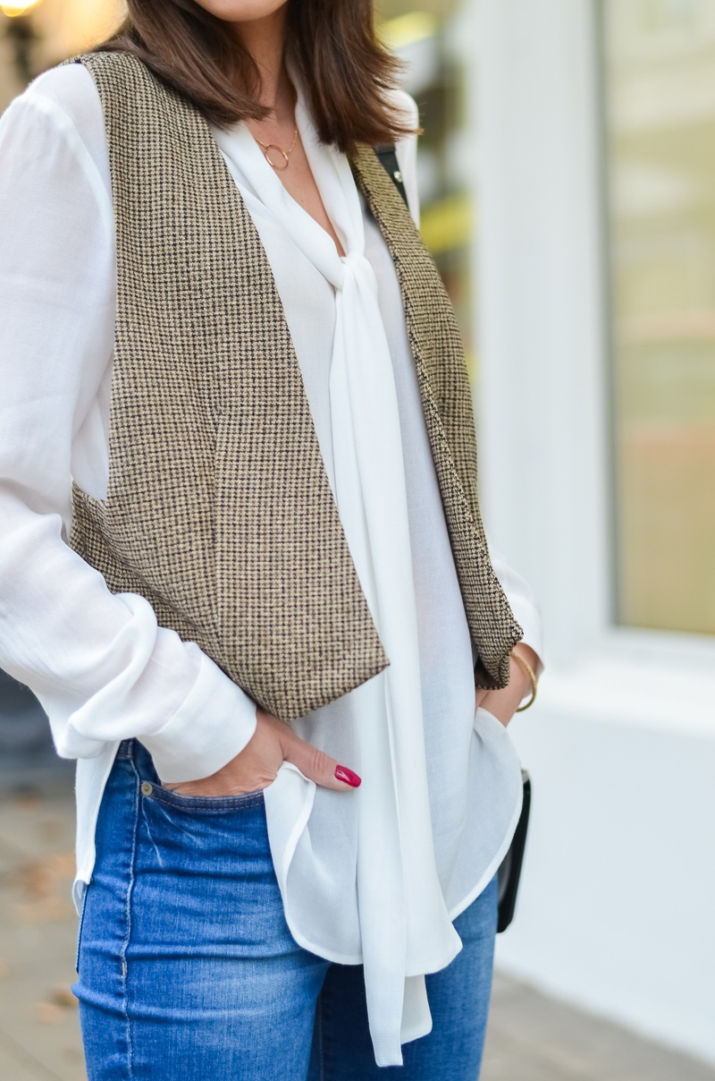 Outfit 70s Hut , Zara Weste , Schluppenbluse , Jeans , Schlaghose , Chloe 1