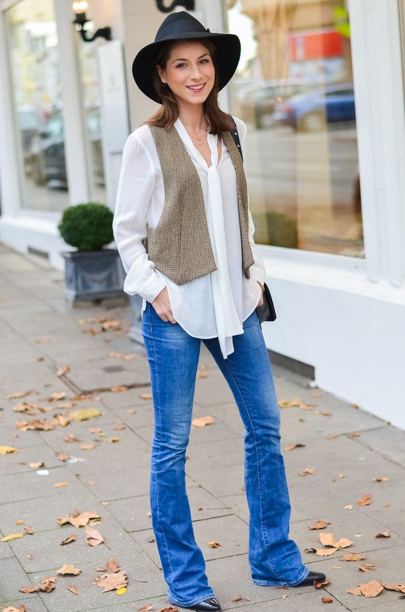 Outfit 70s Hut , Zara Weste , Schluppenbluse , Jeans , Schlaghose , Chloe 11