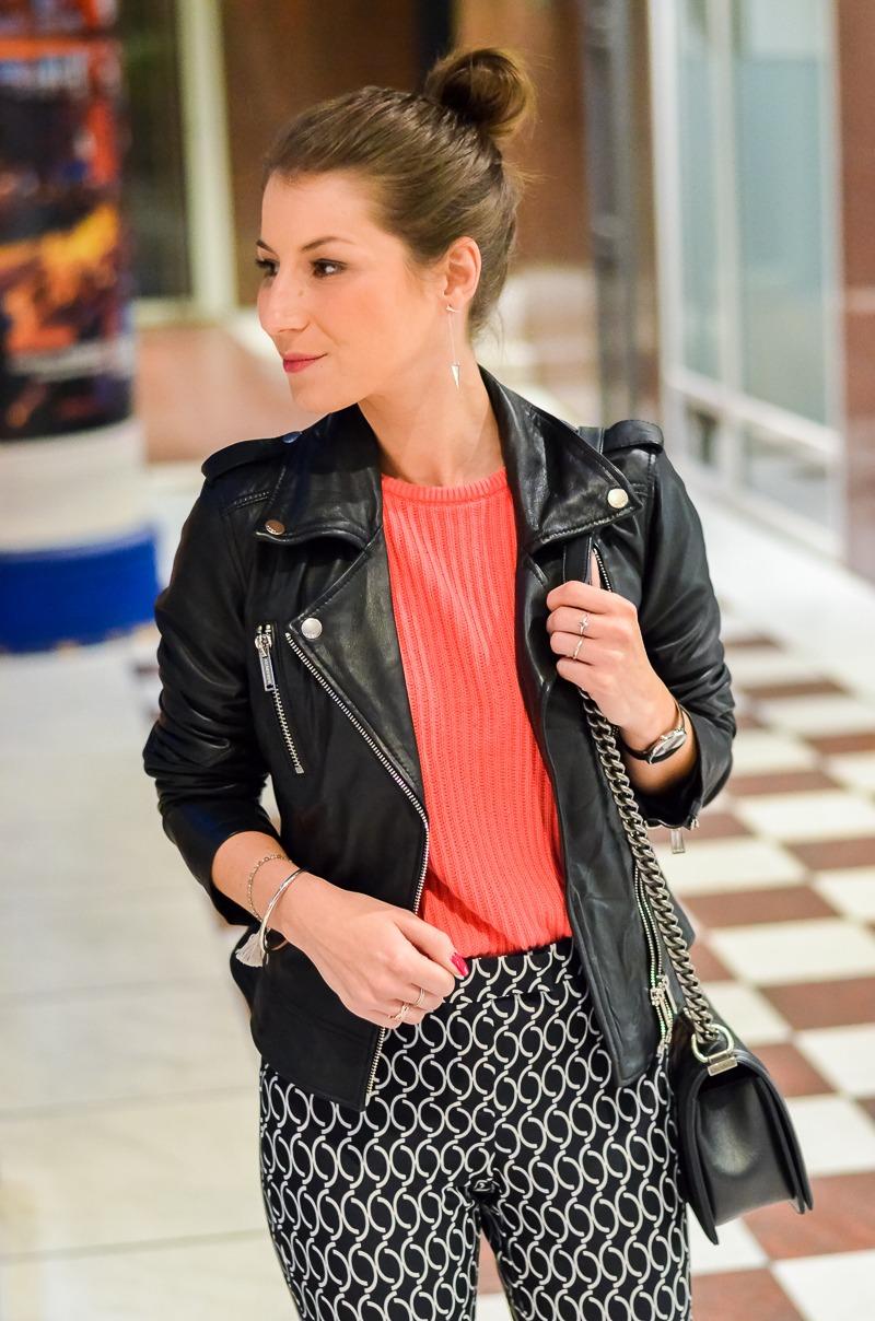 Outfit Dutt Print Hose Lederjacke pinker Pullover 8