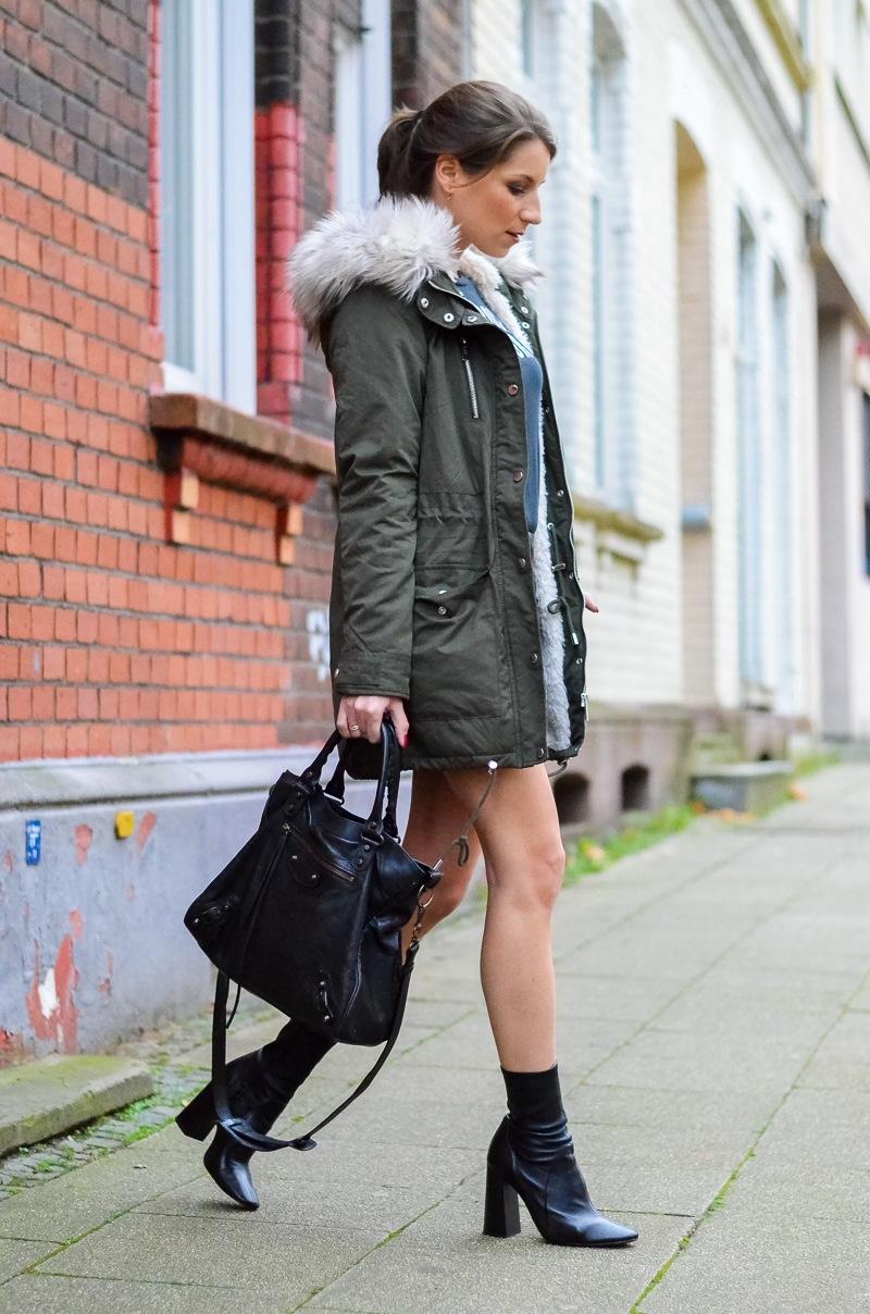 Outfit Kunstfell Parka Shirt Leder Minirock Ankle Boots 15