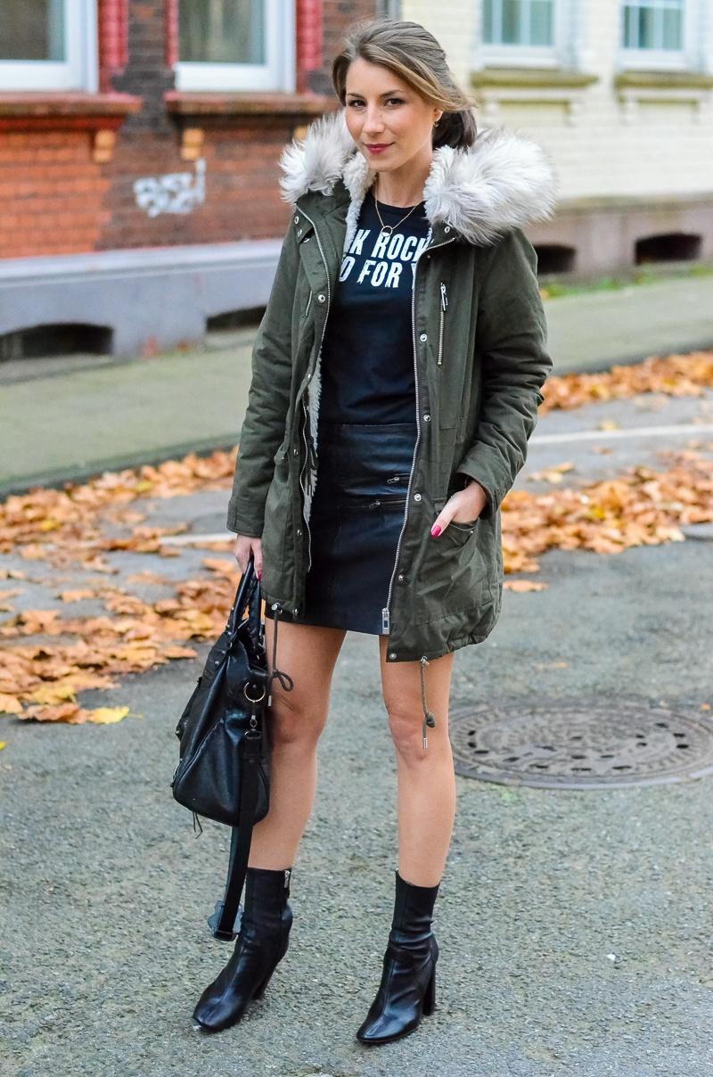Outfit Kunstfell Parka Shirt Leder Minirock Ankle Boots 11