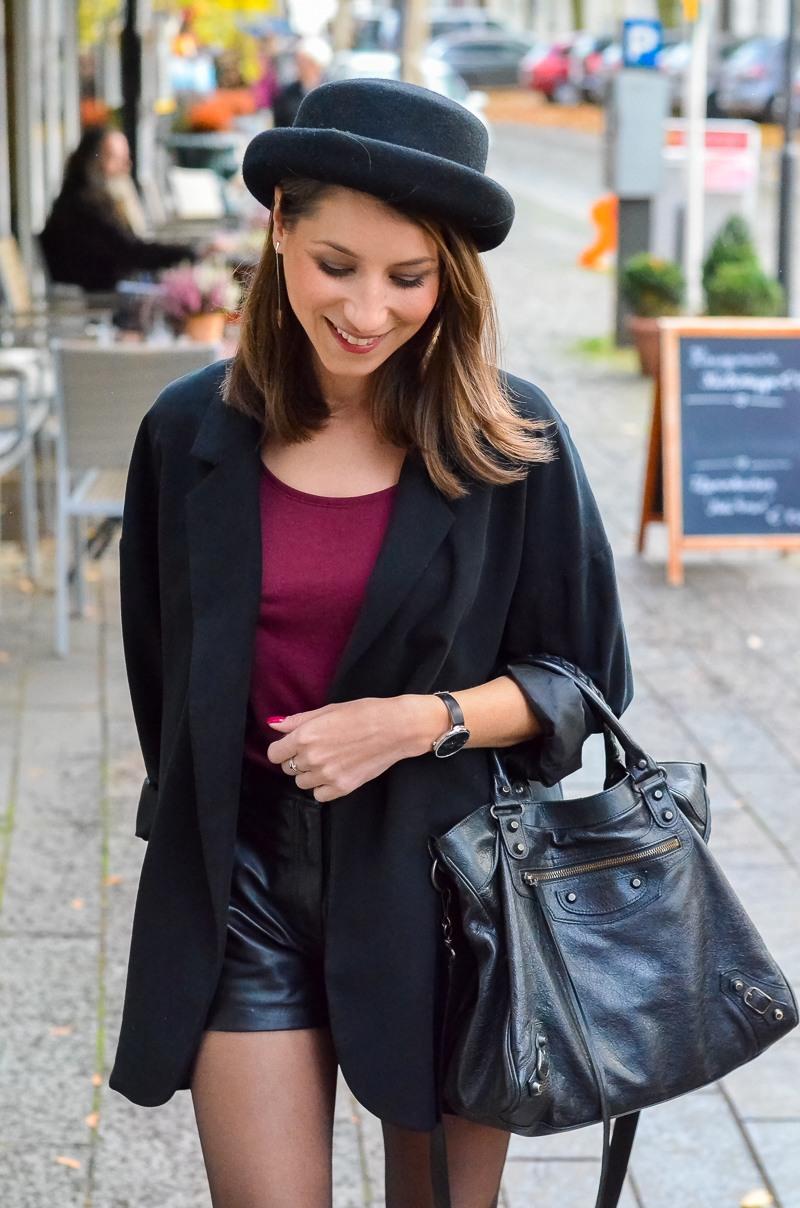 Outfit Ledershorts Herbst Oversized Blazer Strumpfhose Ankle Boots (17 von 18)