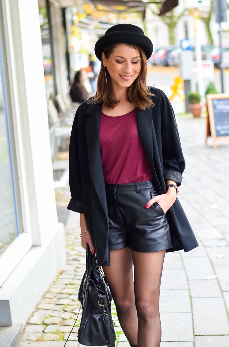 Outfit Ledershorts Herbst Oversized Blazer Strumpfhose Ankle Boots (10 von 18)