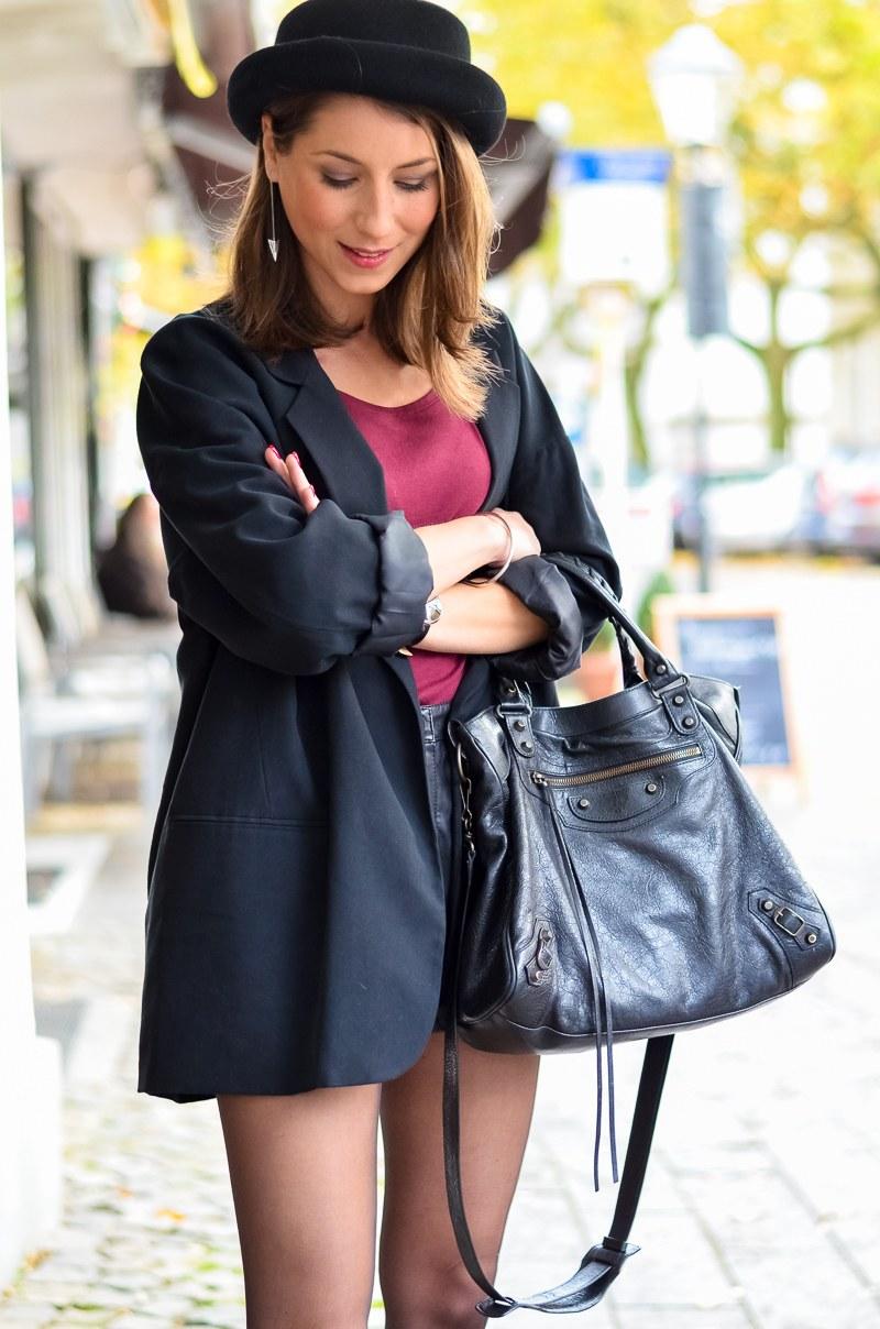 Outfit Ledershorts Herbst Oversized Blazer Strumpfhose Ankle Boots (11 von 18)