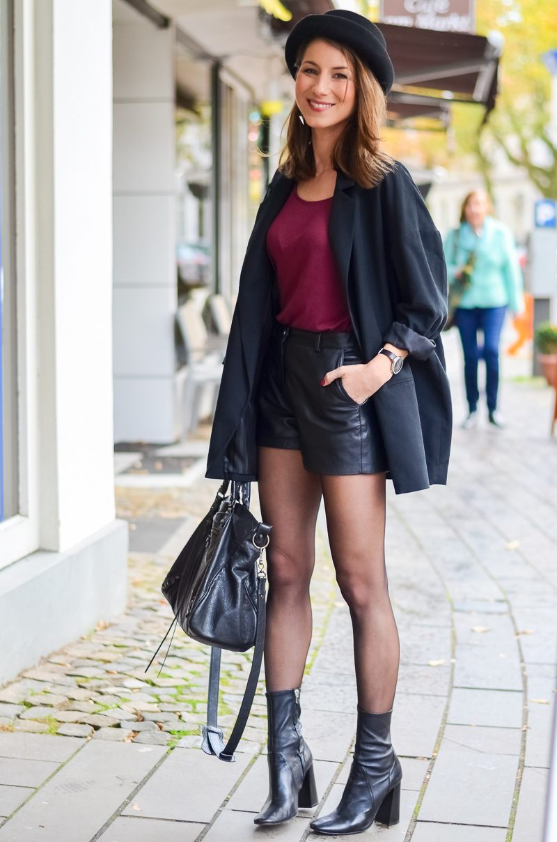 Outfit Ledershorts Herbst Oversized Blazer Strumpfhose Ankle Boots (14 von 18)