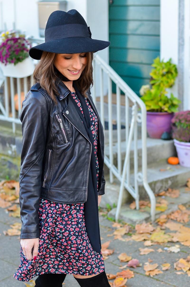 Outfit Blumenkleid Herbst Lederjacke und Zara Overknee Boots 3
