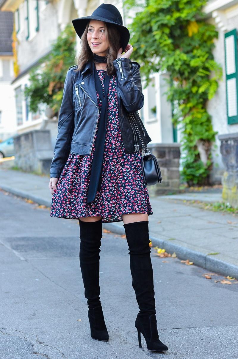 Outfit Blumenkleid Herbst Lederjacke und Zara Overknee Boots 12