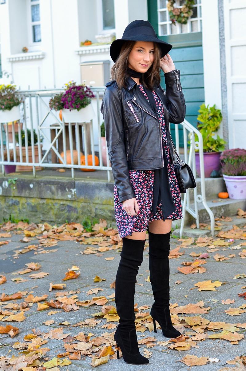 Outfit Blumenkleid Herbst Lederjacke und Zara Overknee Boots 7