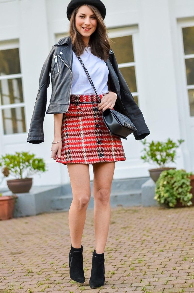 Outfit , Topshop , karierter Rock , Lederjacke , Shirt , Ankle Boots 7