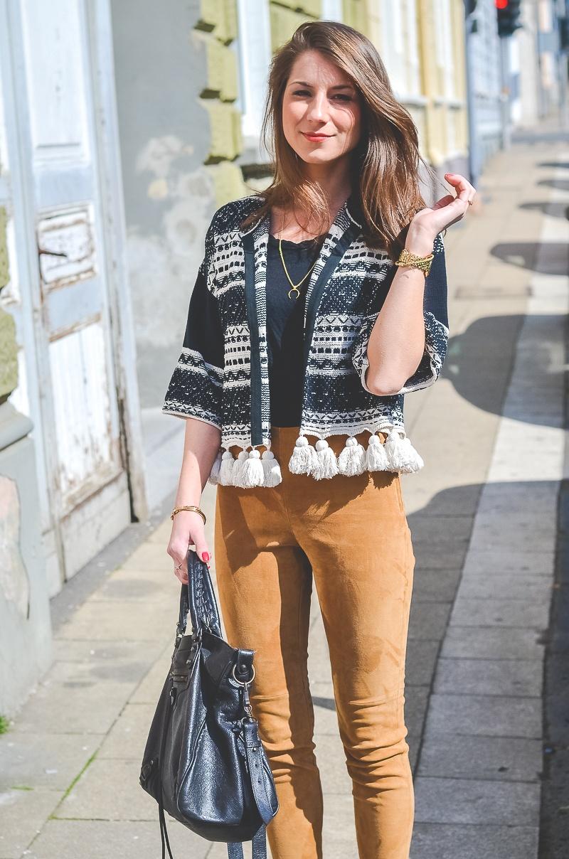 Outfit-Ethno-look-Cardigan-Braune-Lederhose-Pumps-Schlangenleder-Optik (12 von 19)