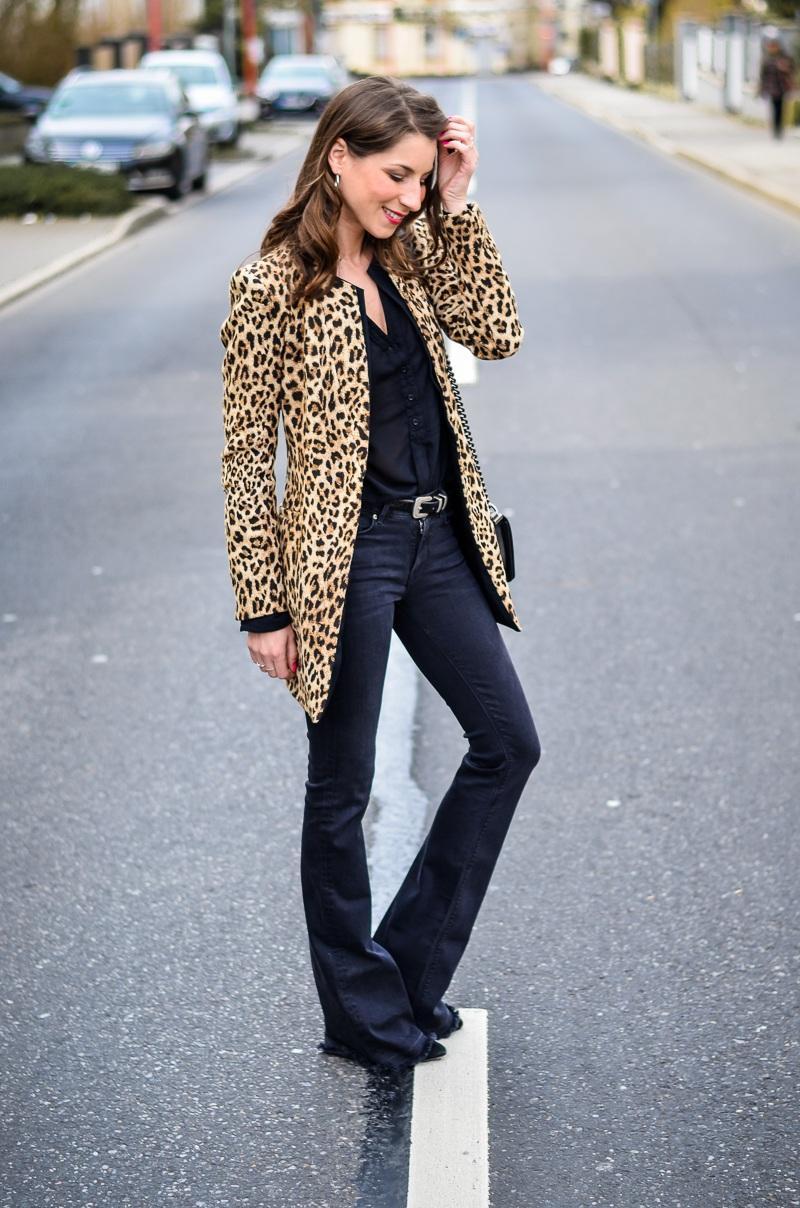 How-to-wear-leopard-print-all-black (10 von 19)