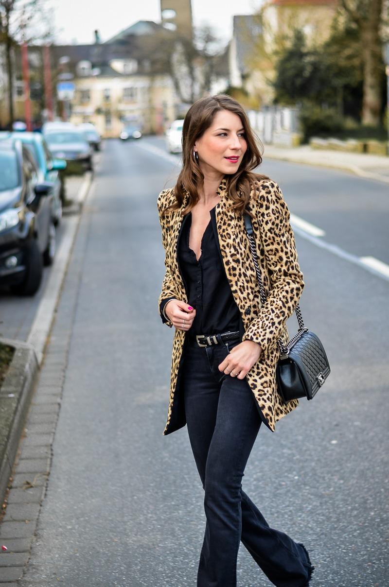 How-to-wear-leopard-print-all-black (14 von 19)