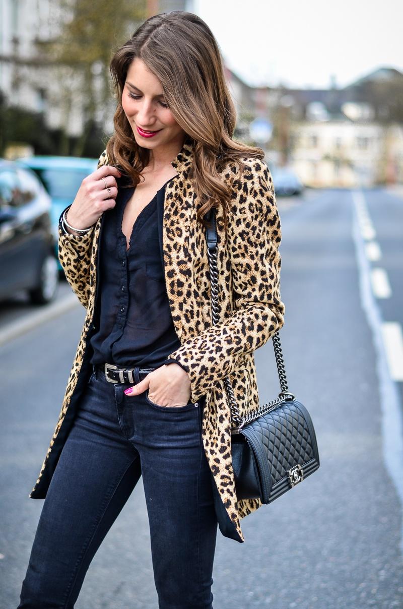 How-to-wear-leopard-print-all-black (6 von 19)