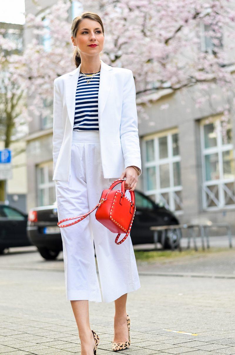 outfit , weisse, white, culottes , look, kombiinieren, mode, blog, blogger, animal print, leo, leopardess, print, muster, pumps, heels ,gestreiftes , streifen , shirt , rote, tasche 3