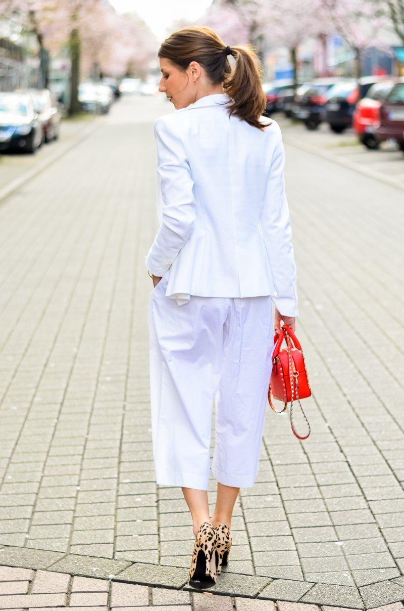 outfit , weisse, white, culottes , look, kombiinieren, mode, blog, blogger, animal print, leo, leopardess, print, muster, pumps, heels ,gestreiftes , streifen , shirt , rote, tasche 10