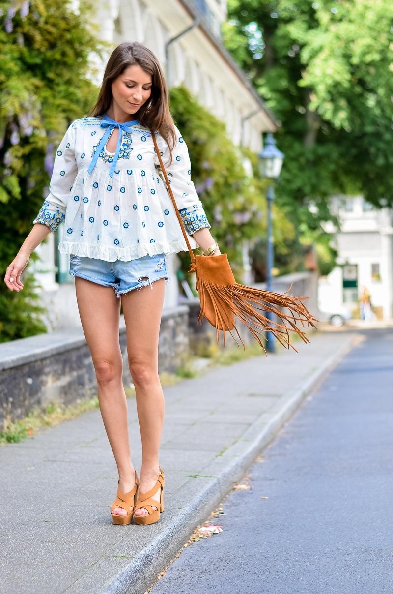 Outfit , Manoush, Tunika , Bluse , Jeans , Shorts , kombinieren , Fransentasche 9