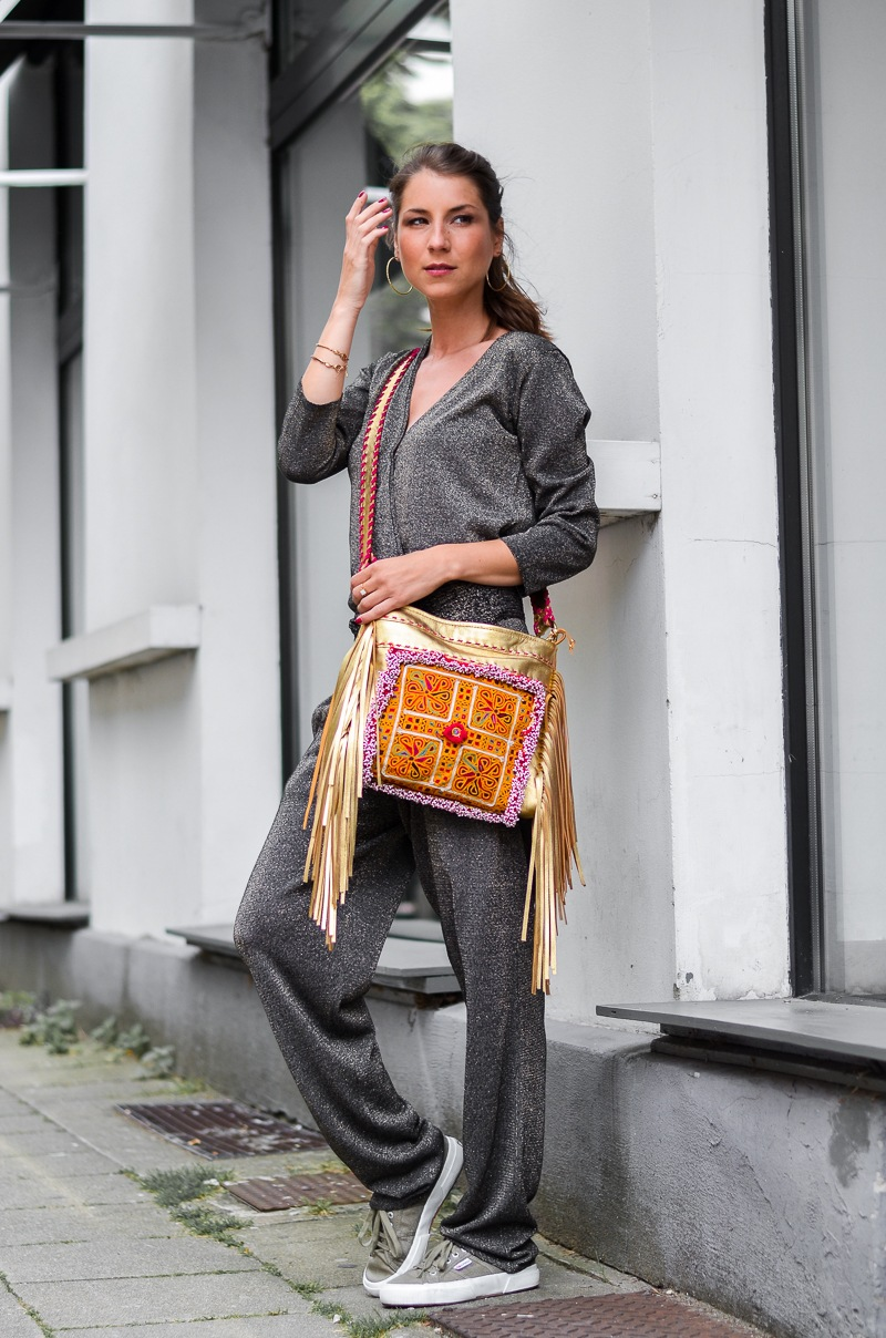 casual , look , outfit , overall , jumpsuit , golden , boho , fringe , bag, fransentasche , superga , sneakers , 3
