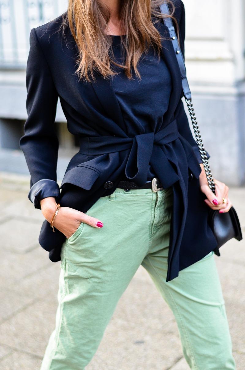 chino hose zara schwarzer blazer outfit