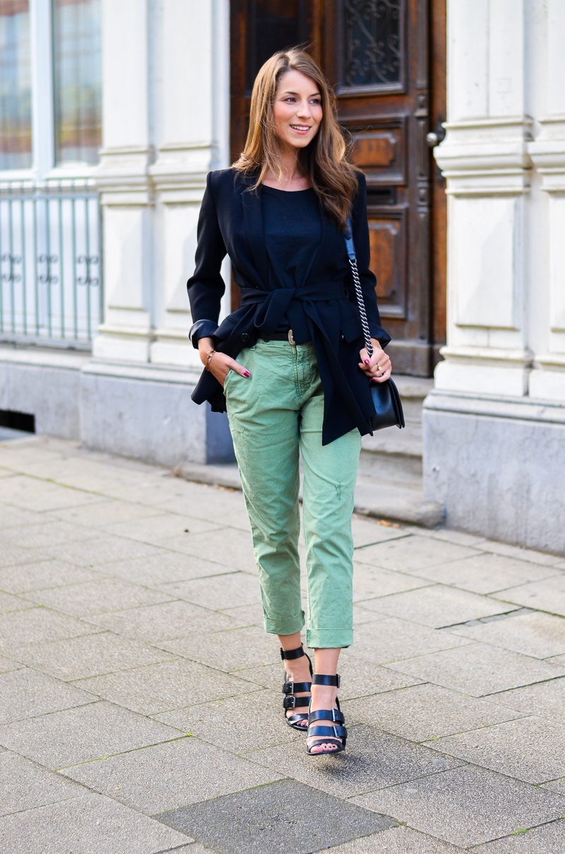 BLACK & GREEN :: ZARA CHINO HOSE & BLAZER