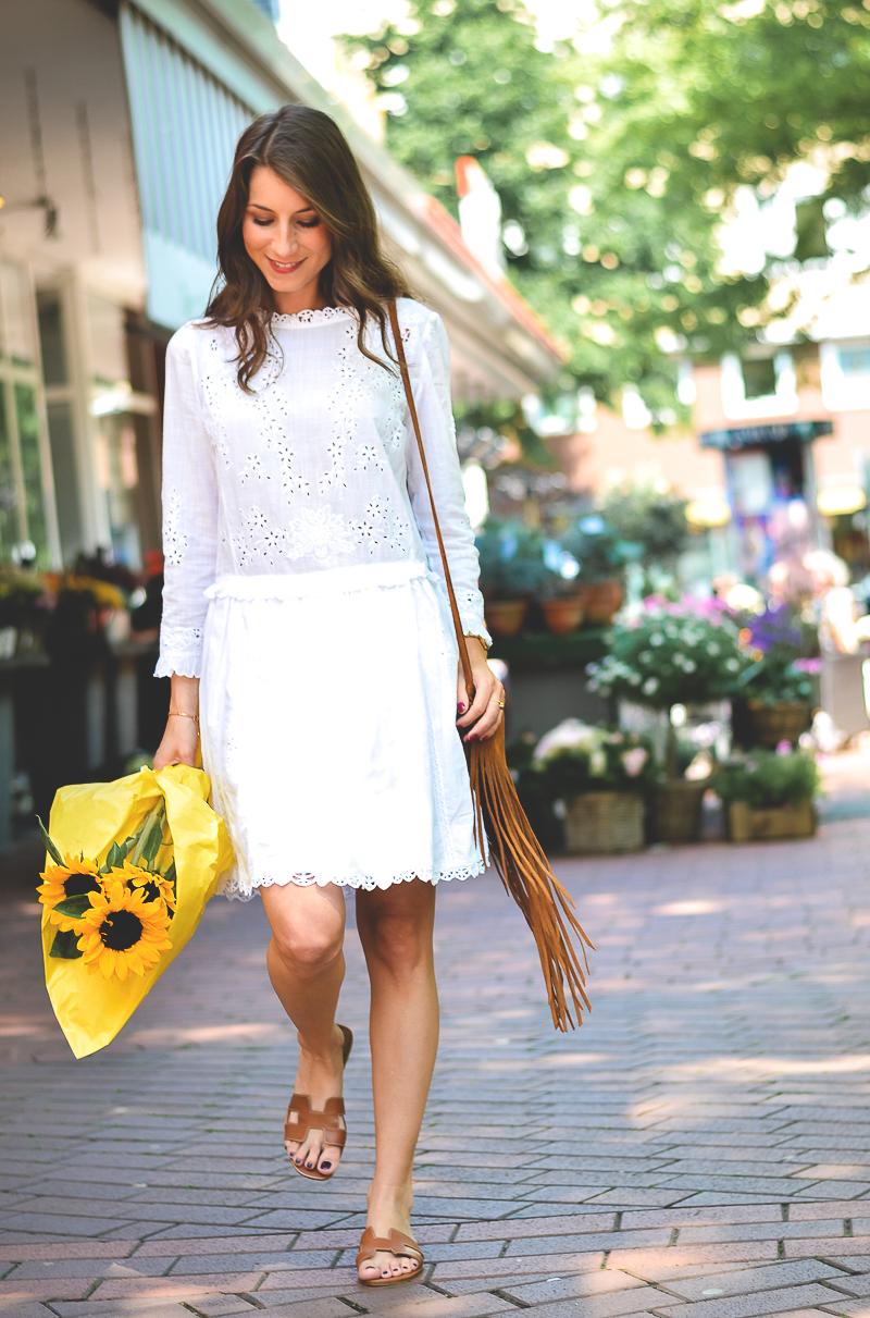 sunny day sunny flowers weisses sommerkleid herm s sandalen v j du modeblog aus. Black Bedroom Furniture Sets. Home Design Ideas