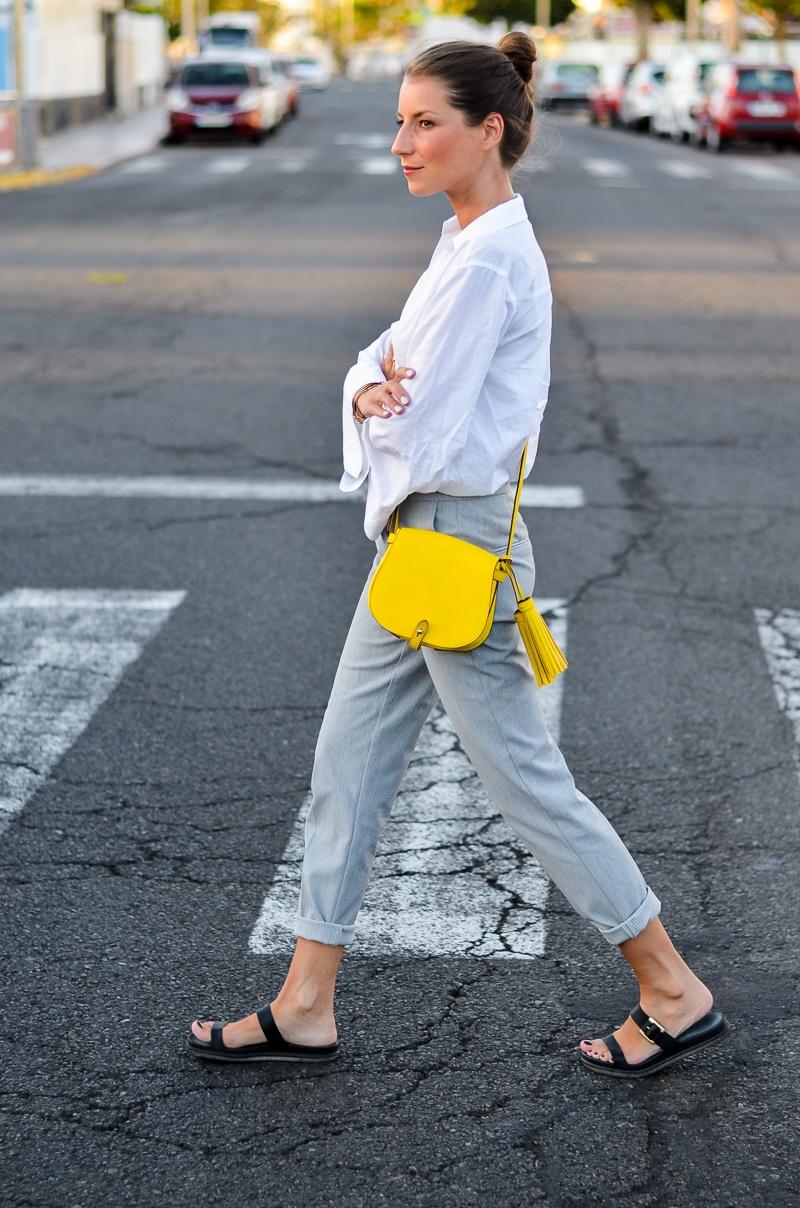 gelbe tasche outfit