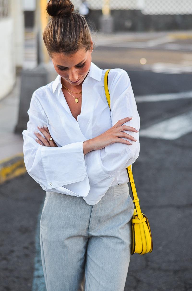 gelbe tasche outfit kombinieren