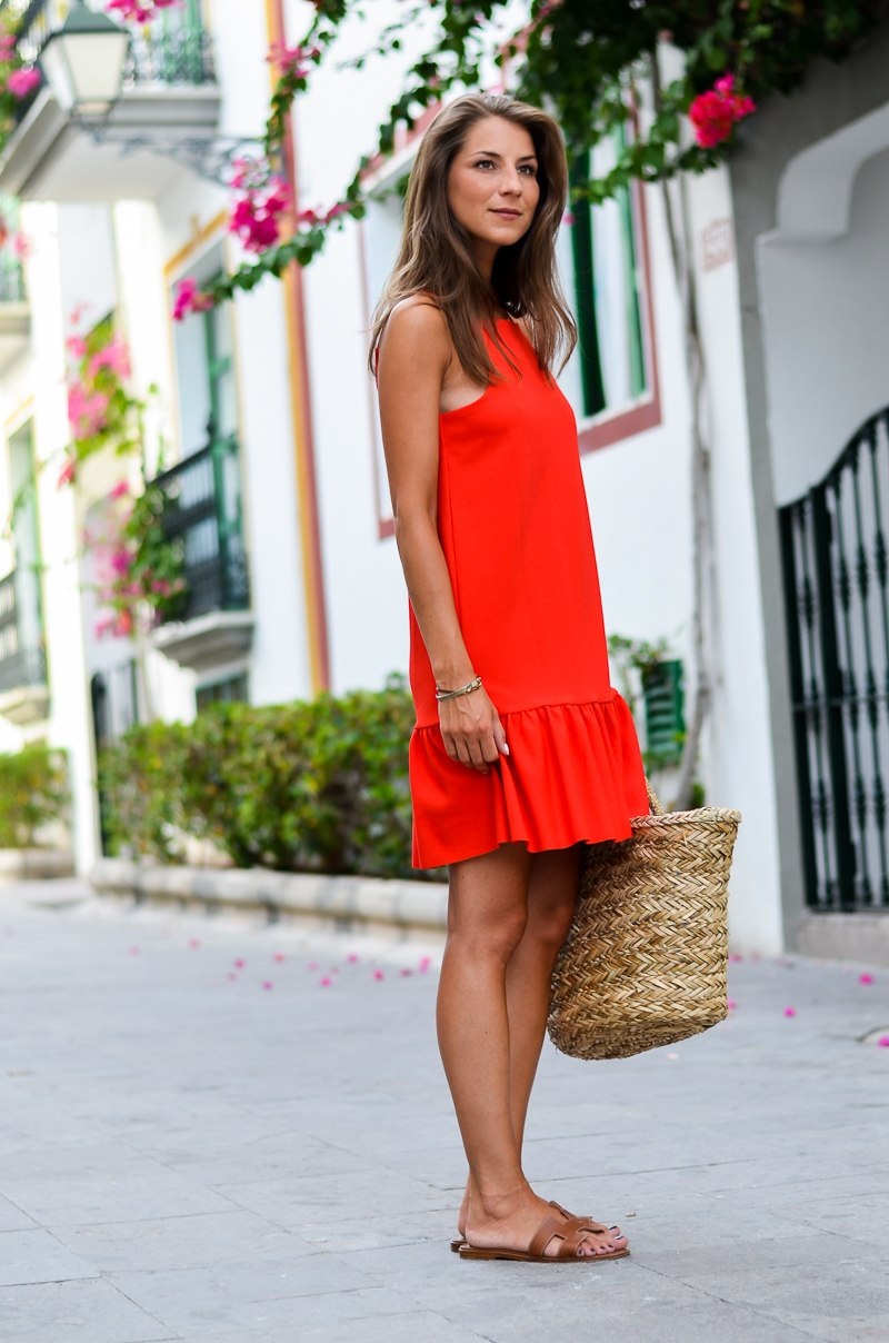 summer casual ein rotes sommerkleid korbtasche v j du modeblog aus deutschland fashion. Black Bedroom Furniture Sets. Home Design Ideas