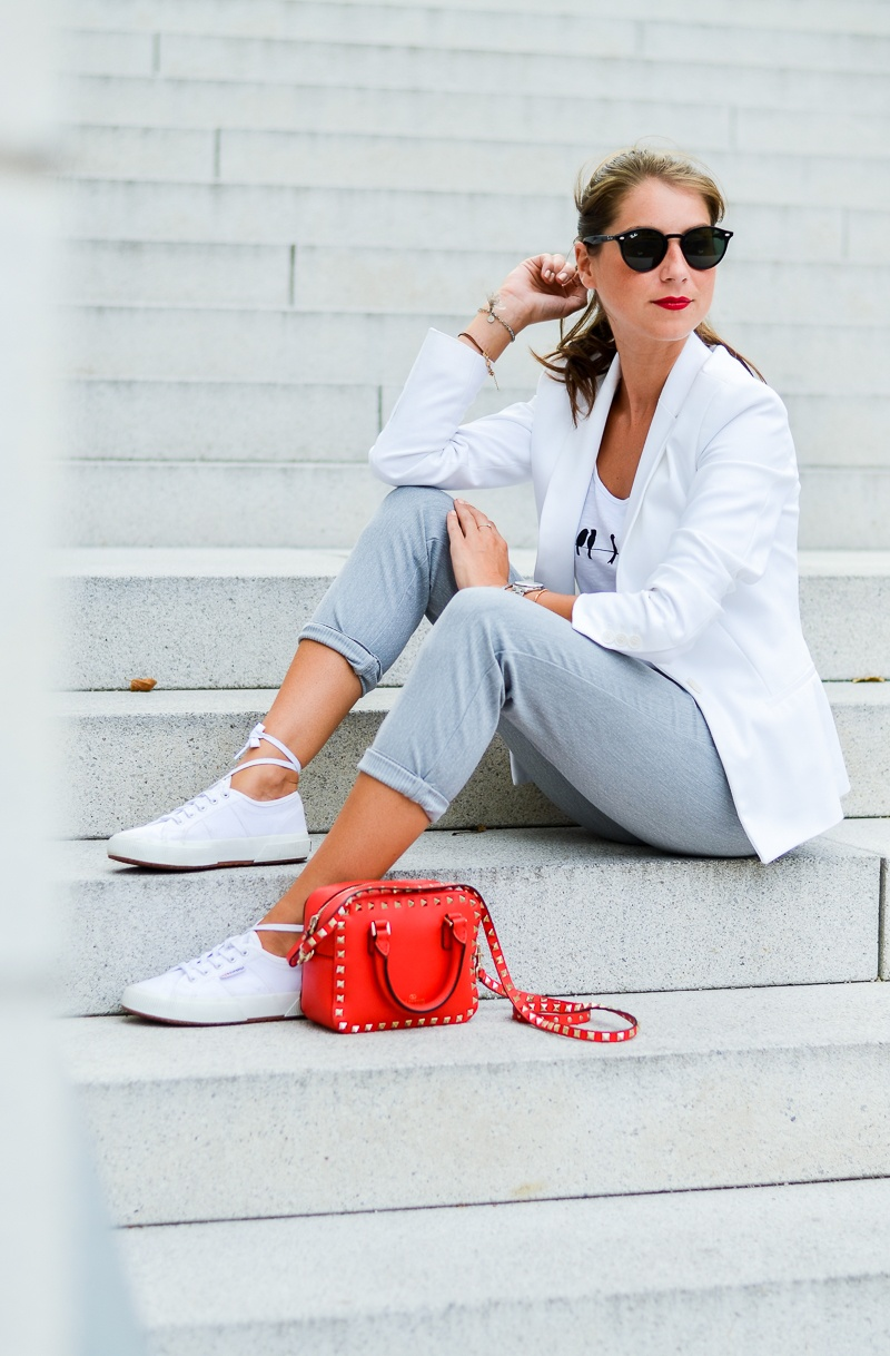 outfit sneakers trend schnürsenkel