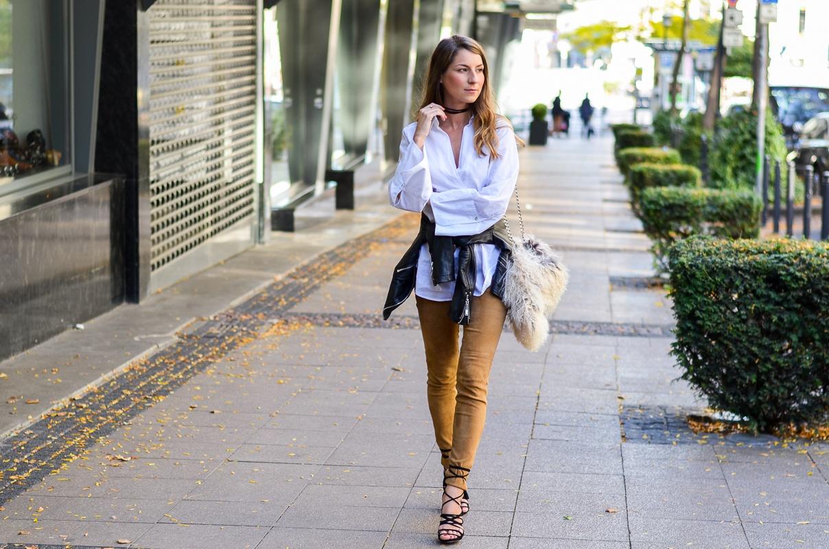 bluse trompetenärmel felltasche lederhose outfit